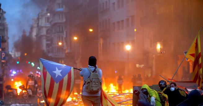Свят Половин милион протестиращи в Барселона, затвориха символи Протестите в