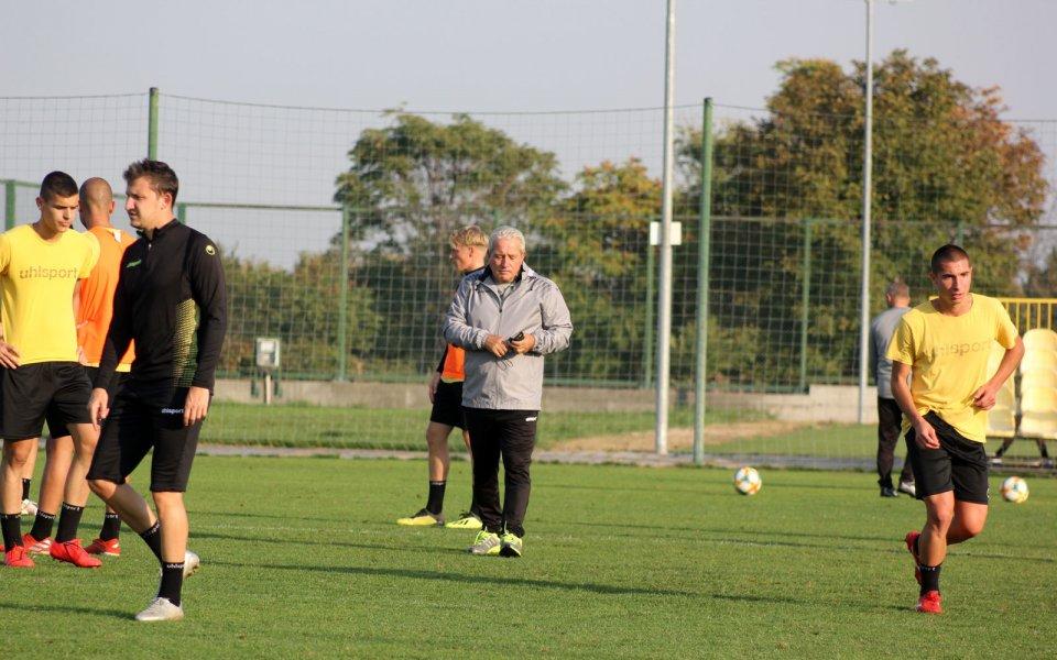 Старши треньорът на Ботев ПловдивФерарио Спасов определи група от 18