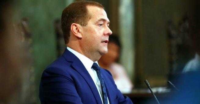 Снимка: Медведев: Европа е уморена от САЩ