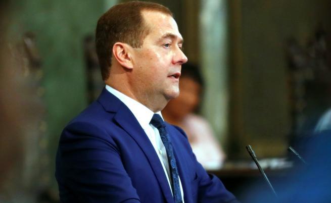 Медведев: Европа е уморена от САЩ