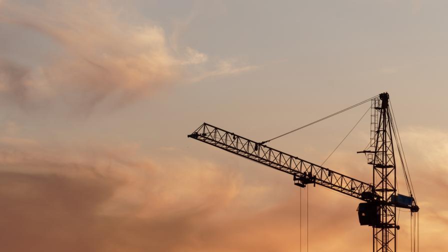 <p>ДНСК спря строителството в комплекс на Божков</p>