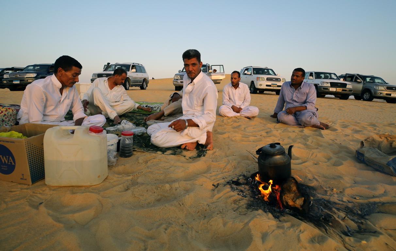 <p>&nbsp;На територията ѝ съществуват 8 депресии, от които 7 са оазиси (Сива, Харга, Дахла, Бахария, Фарафра в Египет; Ал-Джагбуб и Куфра в Либия). В депресията Катара водите са солени и затова тя не се счита за оазис.</p>