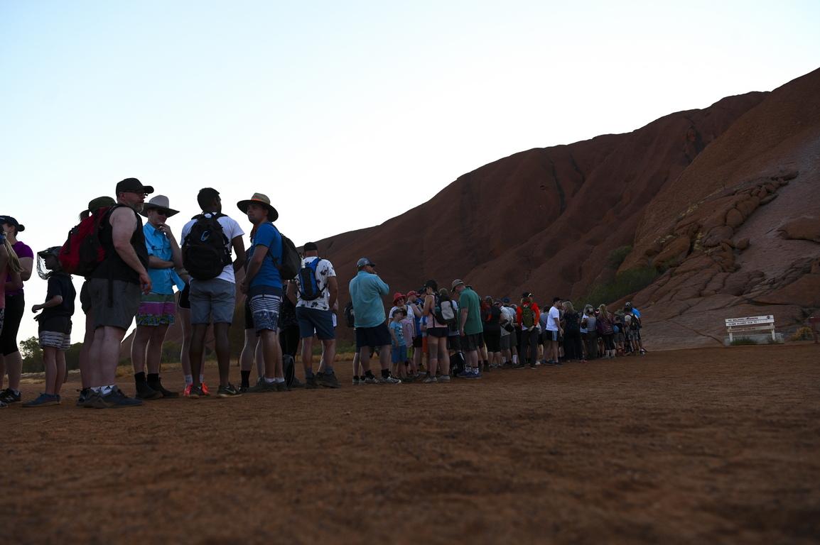 <p>Забраната привлече към Улуру още посетители и в момента там има повече хора, отколкото е имало от десетилетие насам, заявява мениджърът на националния парк &quot;Улуру-Ката Тюта&quot;</p>