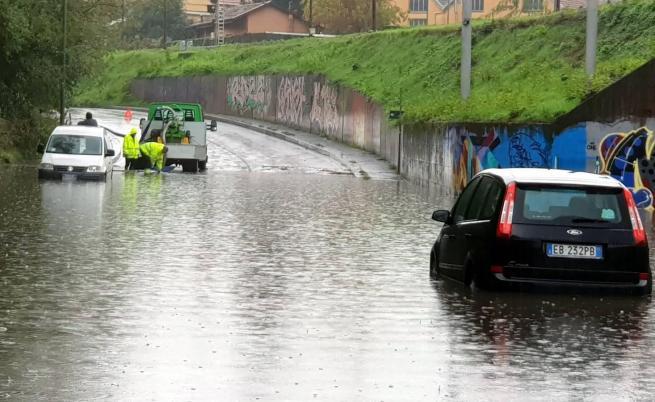 Страшни наводнения в Италия, загинал, изчезнали