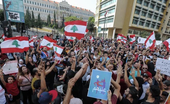 Протести в Ливан: защо, срещу кого и как ще се отразят на региона