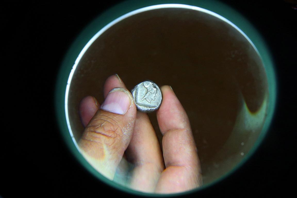 <p>Според мита, градът е основан от троянците някъде около 1100 г. пр.н.е. и е построен от военнопленници. Те избират това място, защото се намира на пътя между Коринт и древното селище Микена. Бил е един от най-големите и проспериращи градове в древния регион на Коринтия в северен Пелопонес</p>