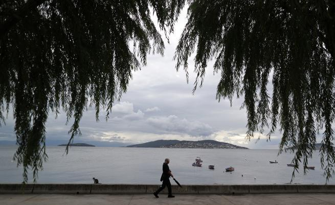 Защо морето край Истанбул се отдръпна с 25 метра, земетръс ли ще има