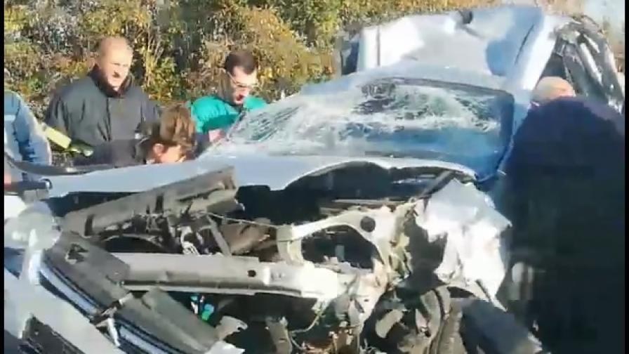 """Верижна катастрофа на АМ """"Тракия"""", загина жена, 9 души са ранени"""