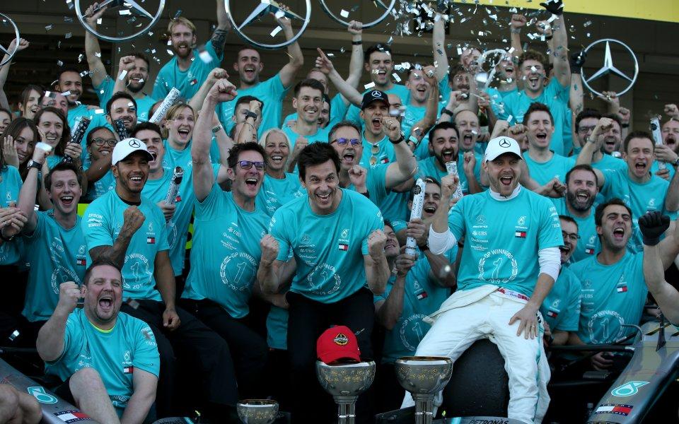 Защо Мерцедес доминират във Формула 1
