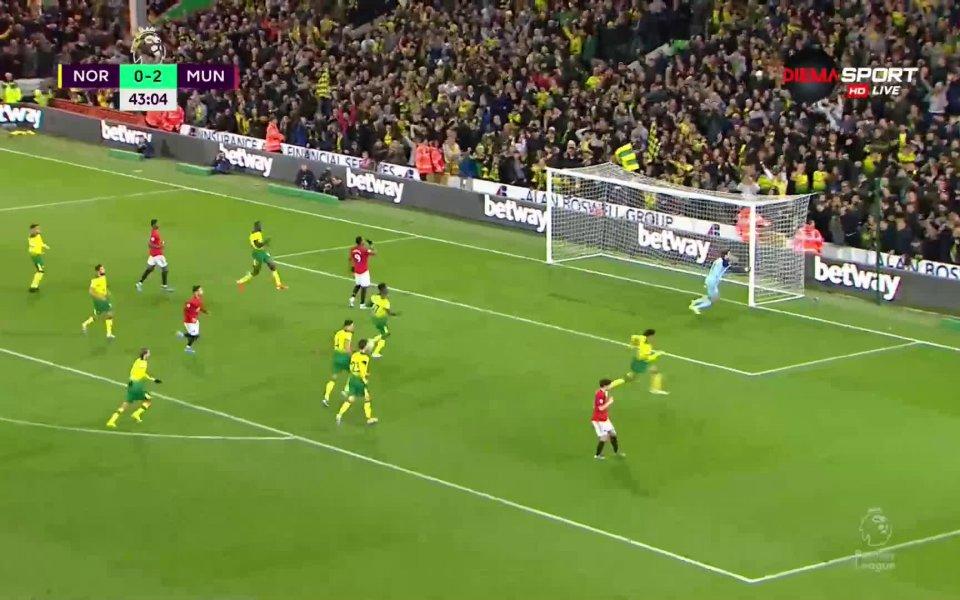 В последните минути на първата част играчите на Юнайтед отново