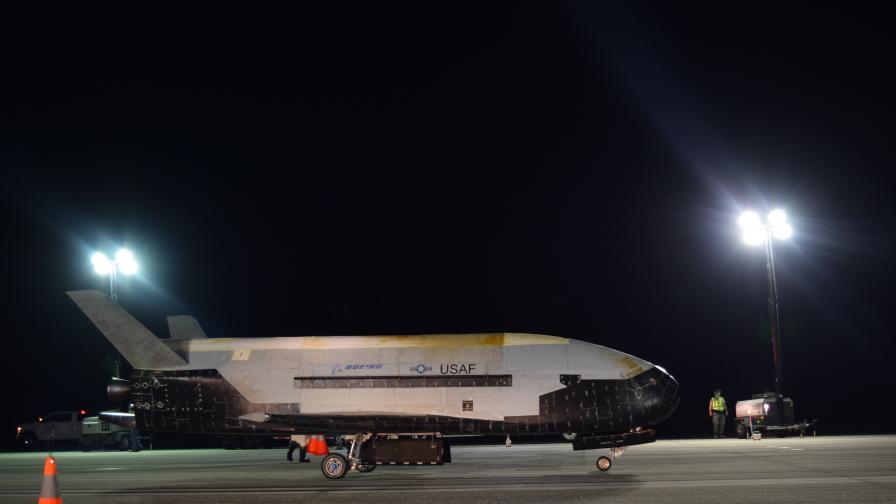 Космическият самолет X-37B