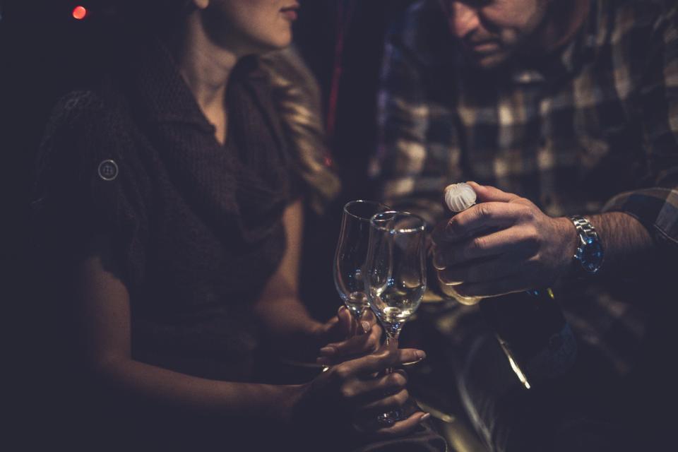 двойка питие алкохол вино чаши