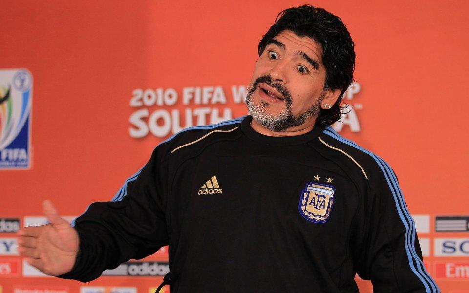 Аржентинската легенда Диего Марадона обвини клубовете, че използват кризата с