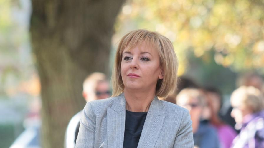 <p>Манолова&nbsp;поиска оставката на правителството и обяви, че ще се яви на избори</p>