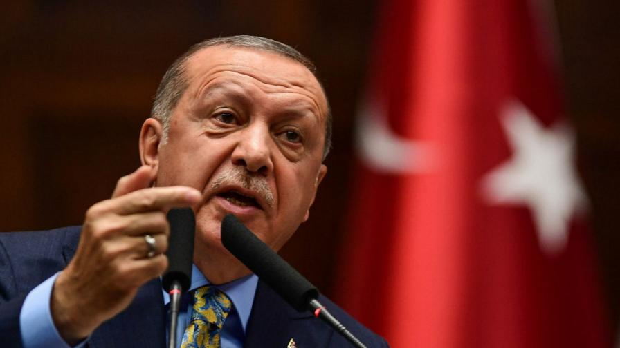 <p>Ердоган отново плаши Европа с мигранти</p>