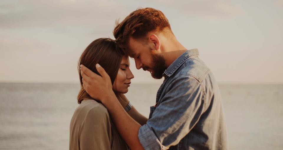 <p><strong>Най-примитивно ниво &ndash; оцеляване.</strong><br /> Някой, с когото можем да запазим съществуването и безопасността на семейството си.&nbsp;До това ниво падат много двойки, които са загубили любовта, страстта и интереса един към друг, но живеят заедно в името на децата.</p>