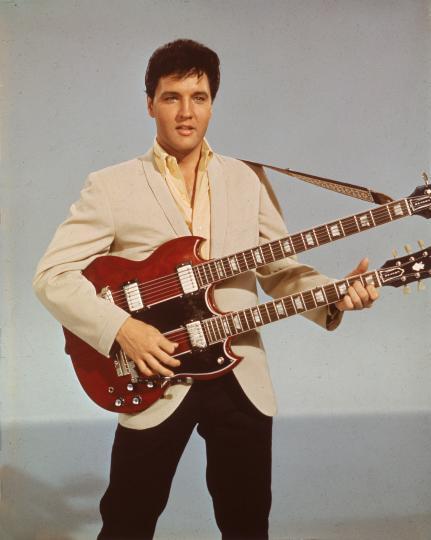 <p><strong>Мръсното бельо на Елвис Пресли</strong></p>  <p>Кой би повярвал, че мръсно бельо може да бъде предлагано на търг? Боксерките на Краля на рока, които е носел под легендарния си бял костюм от 1977 г., бе предложено на търг и купено за 8000 долара през 2012 г.</p>