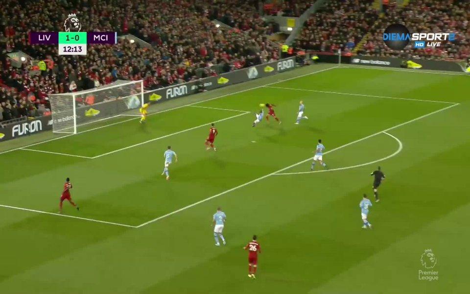 На почивката между Ливърпул и Манчестър Сити резултатът е 2:0.