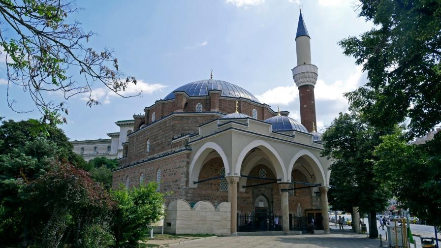 Мюсюлманите посрещат Рамазан при затворени джамии