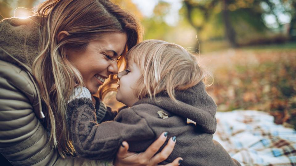 жена природа дете двойка есен