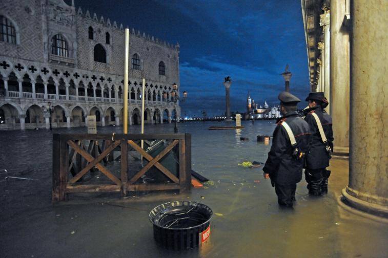 венеция наводнена