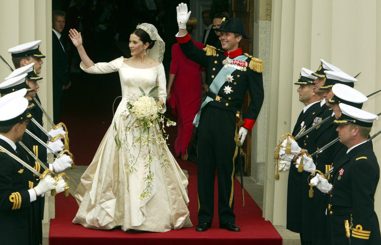 <p><strong>Дания: принц Фредерик Датски и Мери Доналдсън</strong></p>  <p>През 2004 г. принц Фредерик да се жени за Мери Доналдсън, австралийка, с която се среща за първи път на Летните олимпийски игри в Сидни през 2000 г.</p>