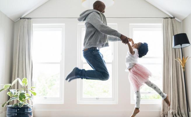 Бащи, танцуващи балет с дъщерите си, трогнаха света