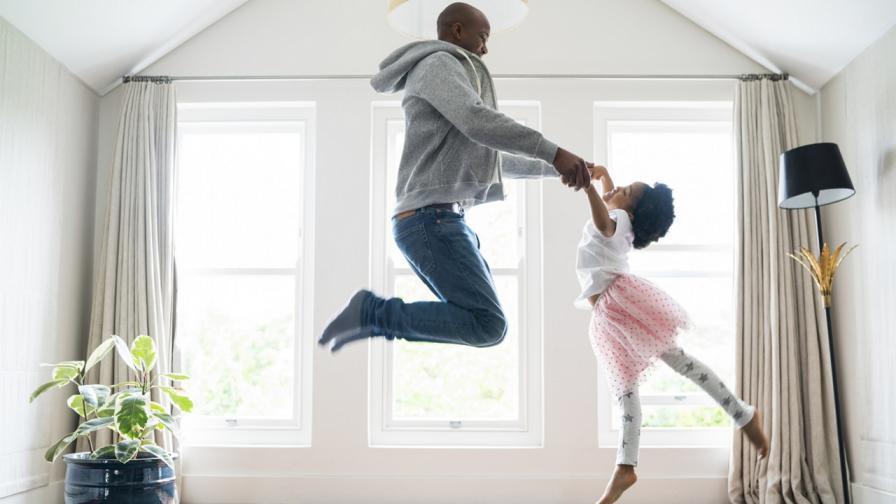 <p><strong>Бащи, танцуващи балет</strong> с дъщерите си, трогнаха света</p>