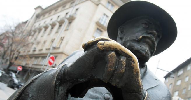 България Откраднаха бастуна на Пенчо Славейков Вандализмът сполетя композицията само