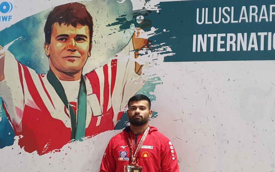 Божидар Андреев донесе ново злато за българските щанги на турнир в Турция