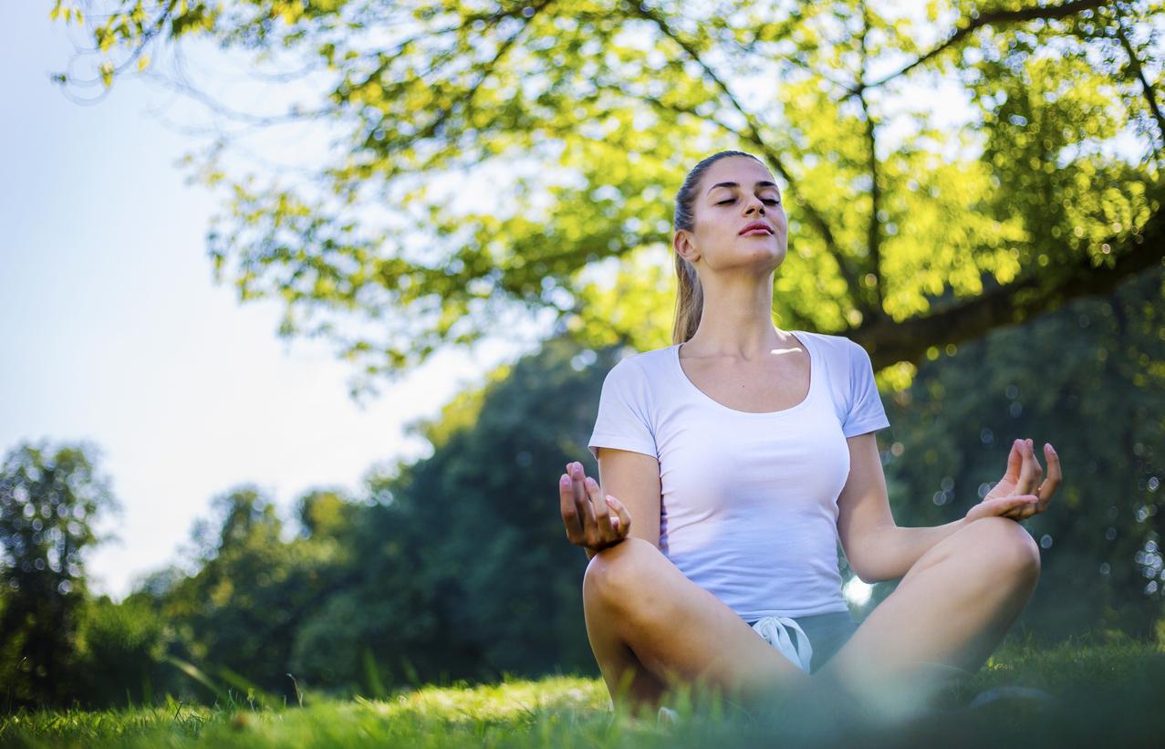 <p><strong>Стресът</strong></p>  <p>Към техника за правилно дишане можем да посегнем и когато дълго време сме били подложени на стрес и имаме нужда от разпускане. Техниката наричаме двойно дишане. Тук започвате с 4-секундно вдишване и 8-секундно издишване. Можете постепенно да увеличавате секундите, но важното е издишването винаги да е за двойно повече време.</p>