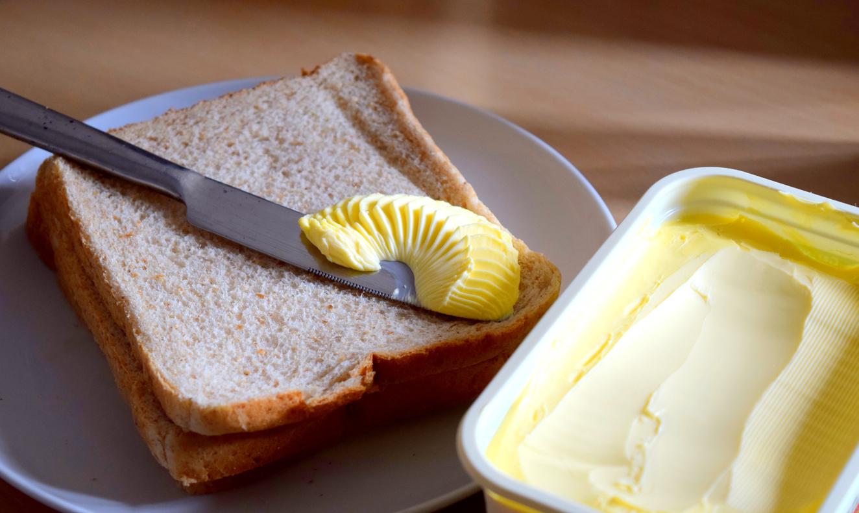 <p><strong>Маргарин&nbsp;</strong></p>  <p>В маргарина се съдържат трансмазнини, които трудно се усвояват от организма. При готвене може да използвате зехтин вместо&nbsp;маргарин.&nbsp;</p>