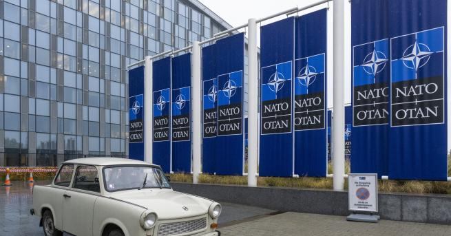 Снимка: Най-известният трабант е в щабквартирата на НАТО