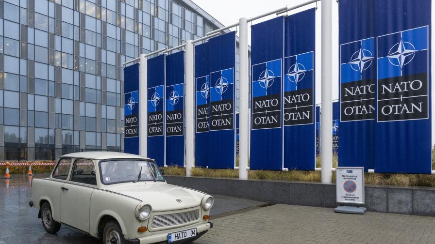 Най-известният трабант е в щабквартирата на НАТО