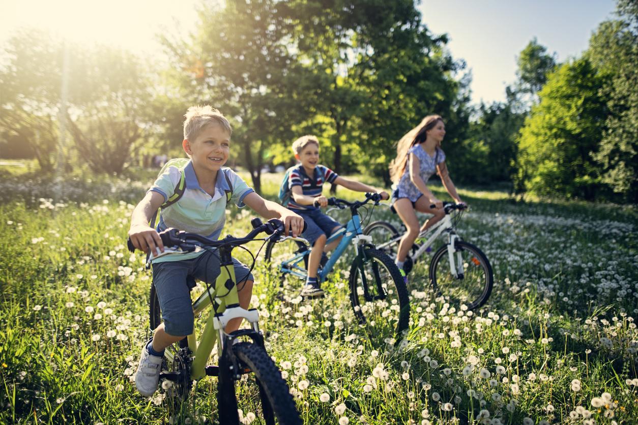 <p><strong>Опитвайте, макар и да не сте напълно готови</strong></p>  <p>Децата не се двоумят дали са готови или не да карат колело без помощни колела. Те просто го правят и макар първоначално да претърпят провал, те не се отказват. Опитайте се да бъдете като тях. Не се плашете от неуспехите. Те са само част от пътя към големите неща, които ви предстоят.</p>