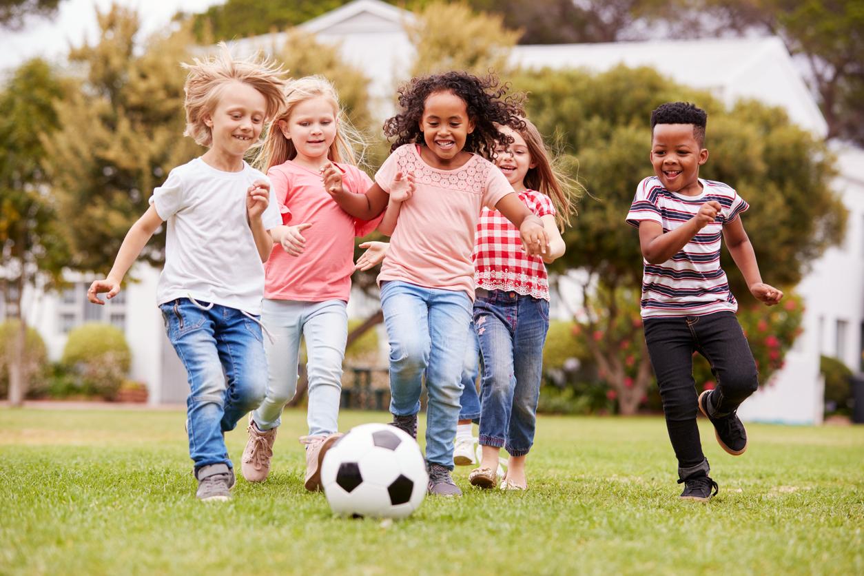 <p><strong>Пазете истинските приятели</strong></p>  <p>Когато сме деца, отделяме повече време на приятелите си. Колкото повече растем, толкова по-малко време ни остава и покрай всички ангажименти губим истинските хора в живота си. Не правете така!</p>