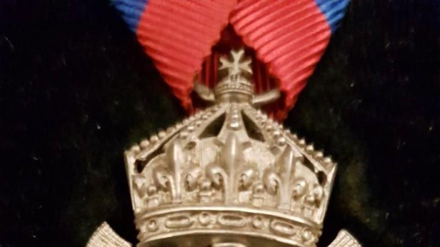 Български орден с диамантени люспи продаден за 20 000 евро