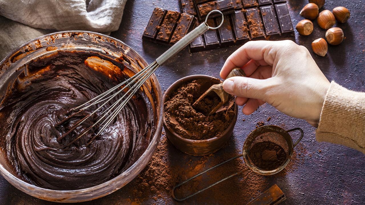 <p><strong>1. Маите и ацтеките използвали какаовите зърна не само за приготвяне на вкусна напитка, но и като:</strong></p>  <p>Б) Валута&nbsp;<br /> &nbsp;</p>