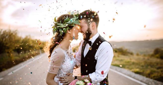 Снимка: Влюбени се венчаха на доста нестандартно място