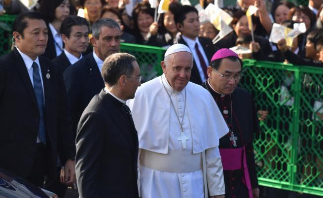 Папата с призив за премахване на ядрените оръжия