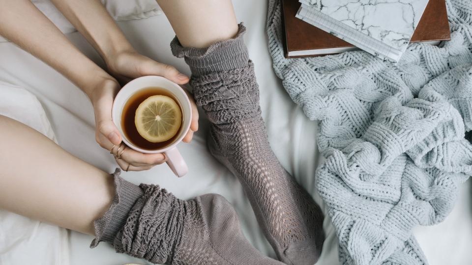 сутрин уют чай кафе чорапи