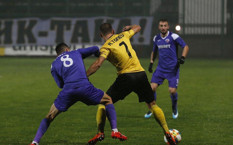 Ботев Пловдив приема Етър в много важен мач за двата