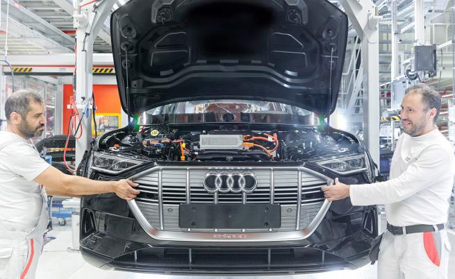 """Е-колите """"изяждат"""" 9500 работни места в Audi"""