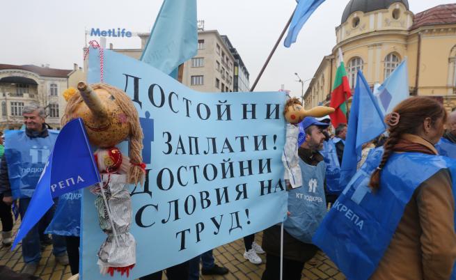 DW: Българите хем работят, хем са бедни