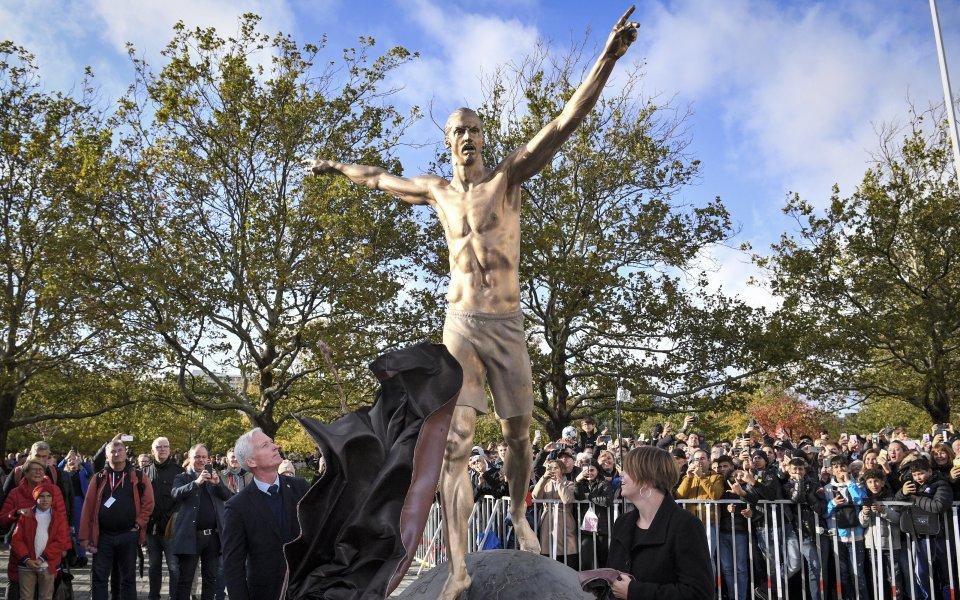 Изтръгнаха статуята на Златан в Малмьо