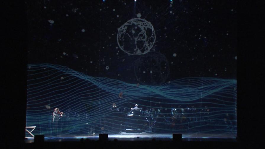 """Впечатляващият аудио-визуалнен концерт """"Между два свята"""" свърза класиката и космоса"""