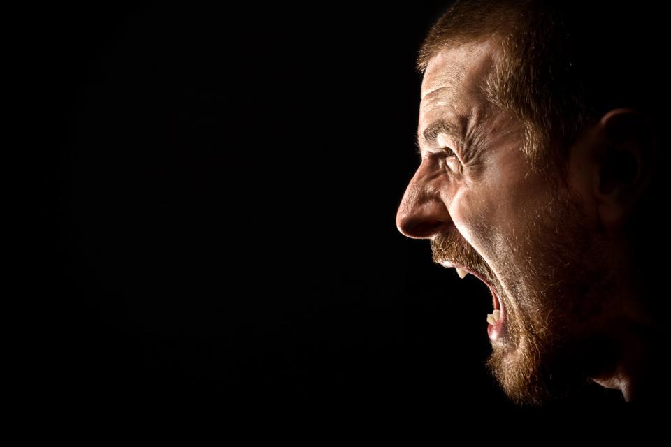 мъж ярост ядосан