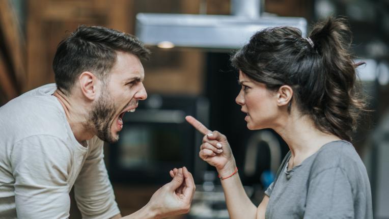 Да обидиш жена си е най-голямото падение