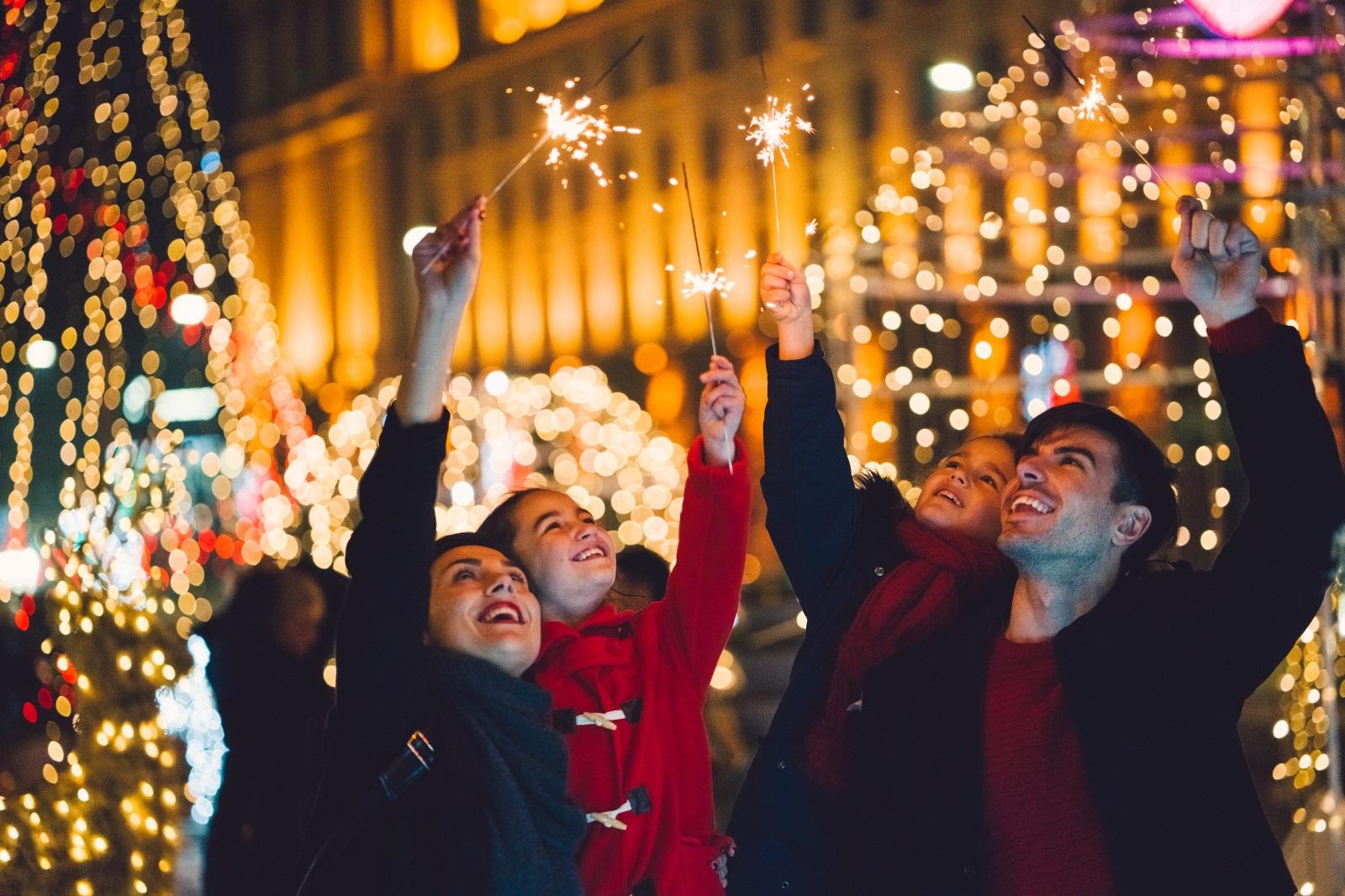 <p>31 декември - последният ден от годината. Време за равносметка.&nbsp;Посрещането на новата година датира отпреди 4&nbsp;000 години, когато на първия ден от новата година (&bdquo;Акиту&ldquo;) са се организирали празненства в древен&nbsp;Вавилон. Всеки&nbsp;народ&nbsp;в продължение на векове е създавал и предавал от поколение на поколение новогодишните си&nbsp;традиции&nbsp;и поверия.</p>