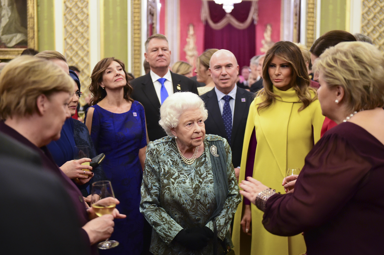<p>Прием на английската кралица Елизабет Втора в Бъкингамския дворец</p>